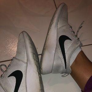 Nike Roche (White/Grey)